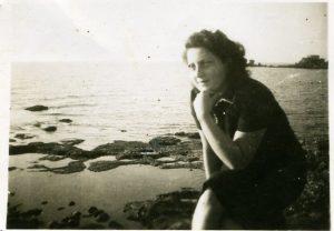 משפחת סנש וארכיון בית חנה סנש, שדות ים. מתוך אתר פיקיוויקי